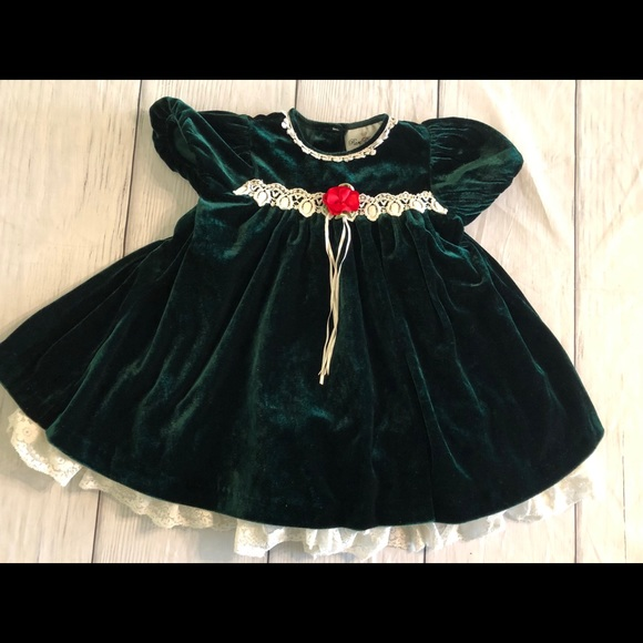 Rare Editions Other - Rare Editions girls dark green velvet dress 2T